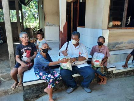 Pendistribusian 20 Paket Beras 5Kg Dari Pemerintah Kabupaten Buleleng