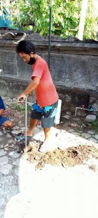 Kegiatan Pembuatan Lubang Biopori di Banjar Dinas Pabean Sangsit dan Banjar Dinas Tegal Desa Sangsit